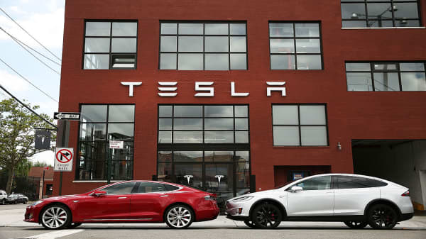 Tesla's fourth quarter deliveries 'a big disappointment,' says Gene Munster