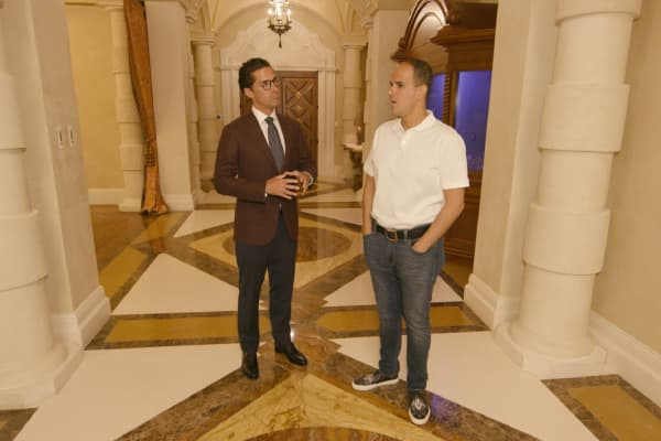 Marcus Lemonis with Caesars Palace General Manager Sean McBurney.