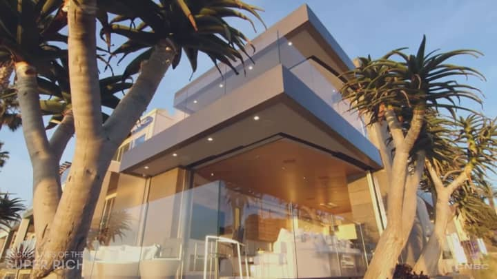Discover the ultimate bachelor pad in La Jolla, California