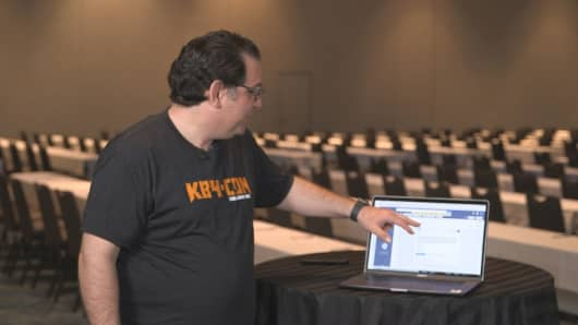 Kevin Mitnick, the chief hacking officer at Knowbe4, was once the FBI's most wanted hacker. He demonstrates how a cybercriminal could get around two-factor authentication.