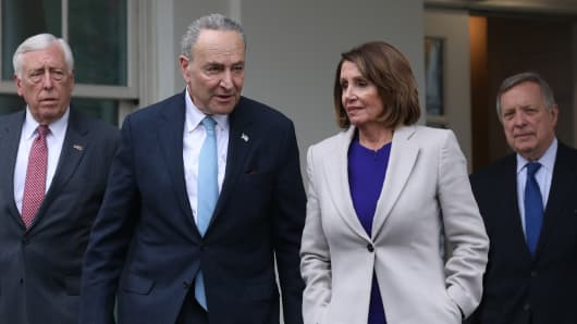 GP: House Speaker Nancy Pelosi (2nd-R), D-CA, Senate Minority Leader Chuck Schumer (2nd-L), D-NY, Rep. Steny Hoyer (L), D-MD, and Senator Dick Durbin (R), D-IL, exit the White House after meeting with US president Donald Trump to discuss the partial government shutdown, January 4, 2019 in Washigton, DC.