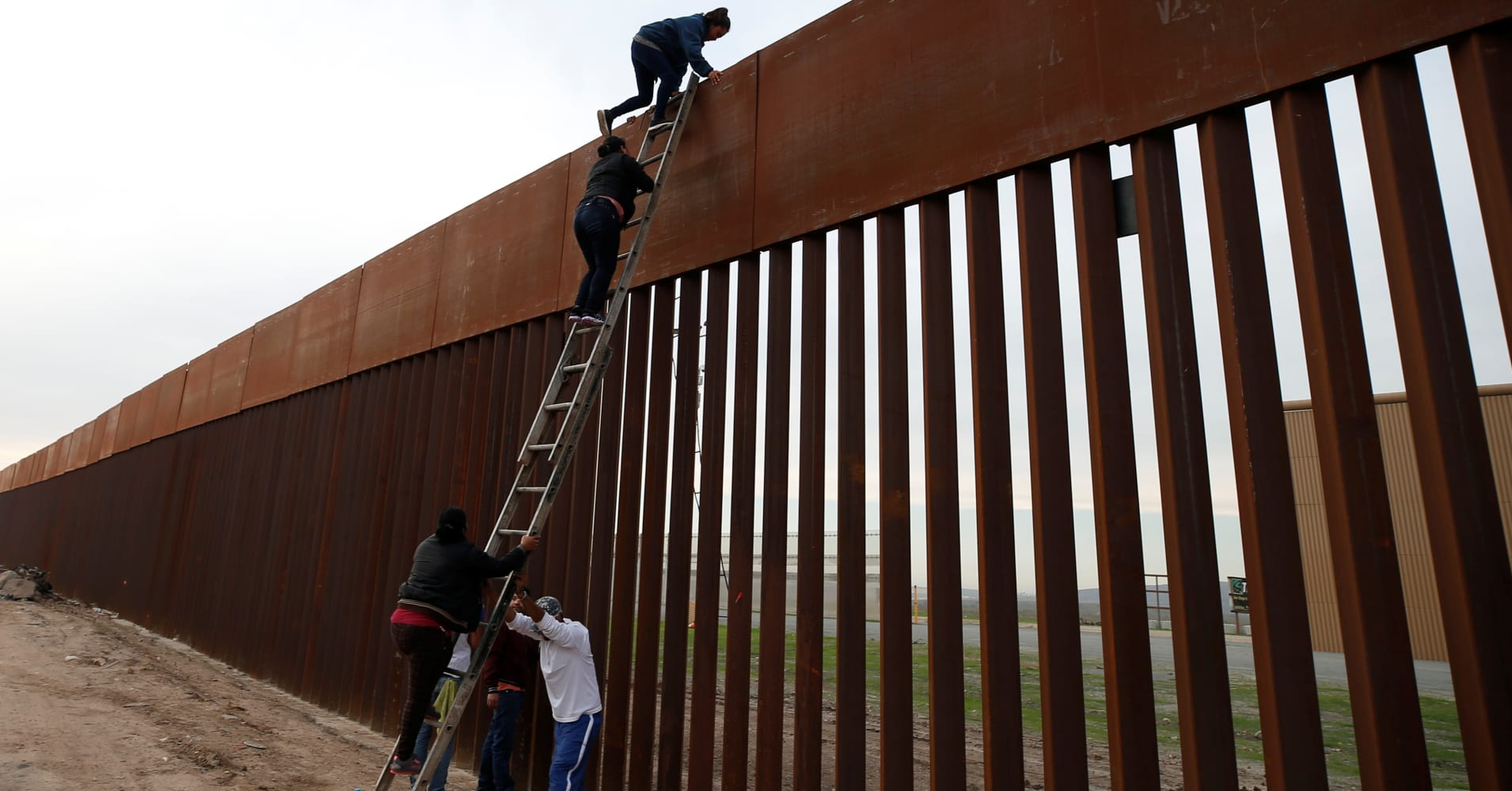 Most voters believe there's a border crisis — but they don't think Trump's wall will solve it
