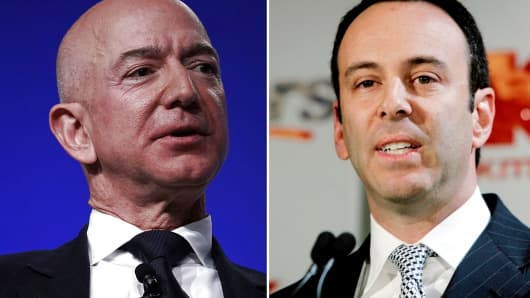Amazon CEO Jeff Bezos and Sears CEO Eddie Lampert (R).