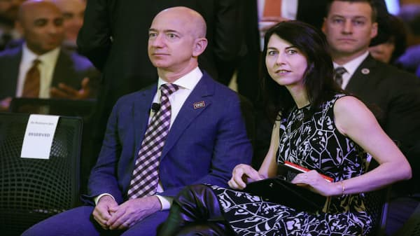 Amazon's Jeff Bezos and wife Mackenzie announce divorce