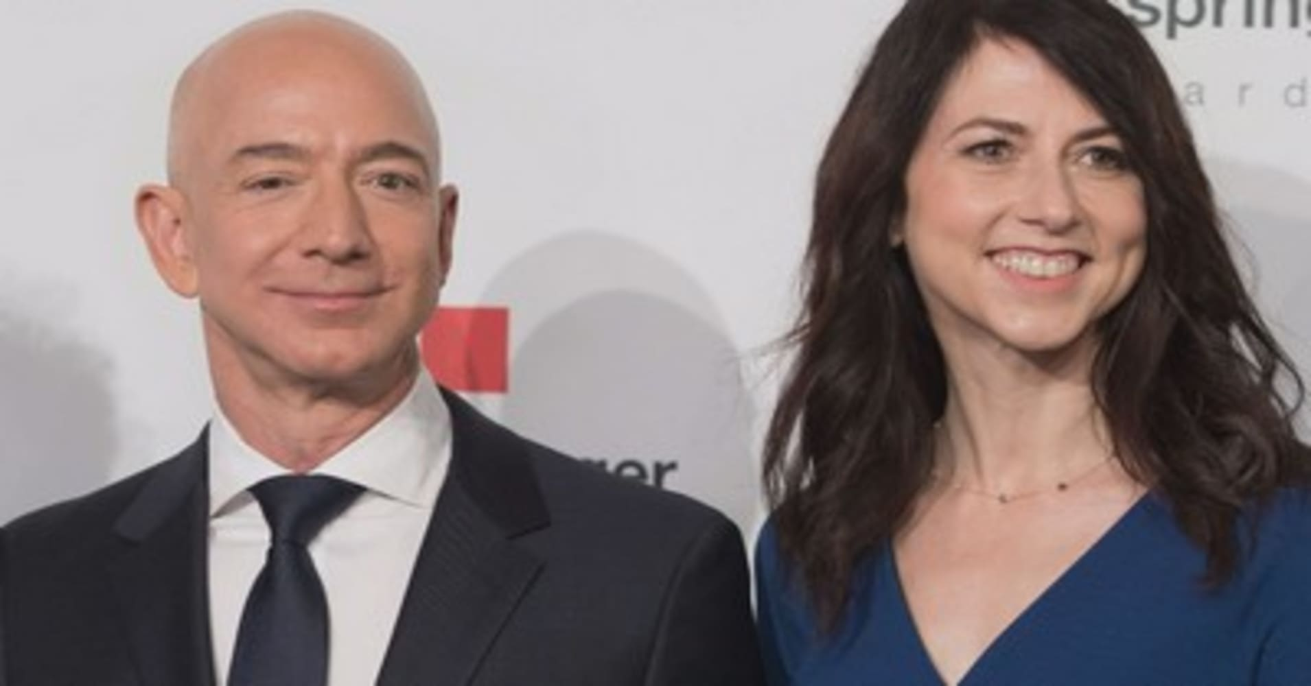 Amazon's Jeff Bezos and wife MacKenzie announce amicable divorce