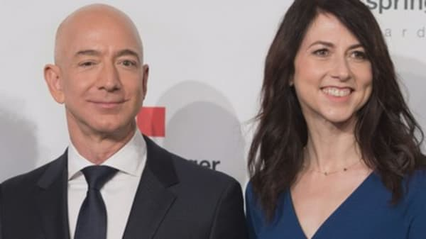 Amazon's Jeff Bezos and his wife, MacKenzie, announce amicable divorce