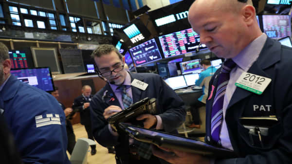 US Futures slightly weaker as investors await inflation data