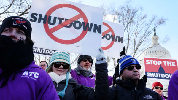 Federal air traffic controller union members protest the partial U.S. federal government shutdown in a rally at the U.S. Capitol in Washington, January 10, 2019.