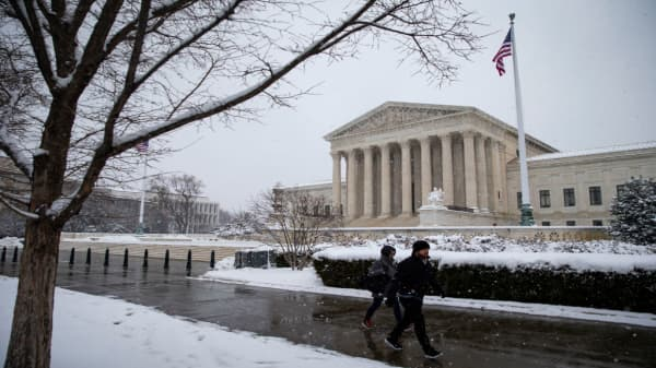 Shutdown talks on hold after weekend snow storm in Washington