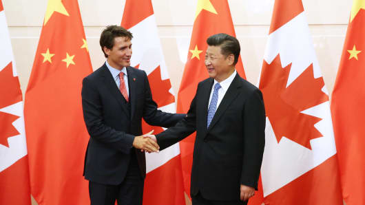 BEIJING, CHINA - AUGUST 31:  Chinese President Xi Jinping (R) shakes hands with Canadian Premier Justin Trudeau ahead of their meeting at the Diaoyutai State Guesthouse in Beijing, China, 31 August 2016.