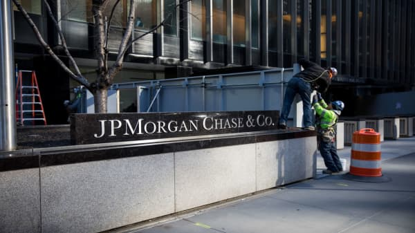Here's how JPMorgan Chase's earnings stacks up against Citigroup's