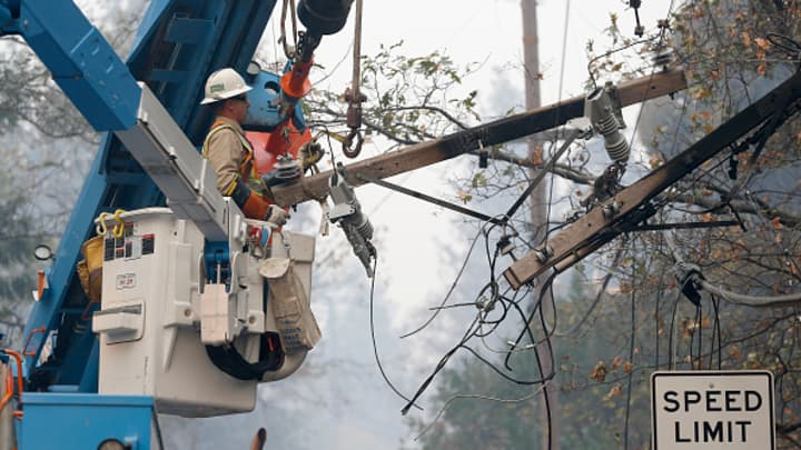 PG&E, once a hedge fund favorite, sinks another 20% amid