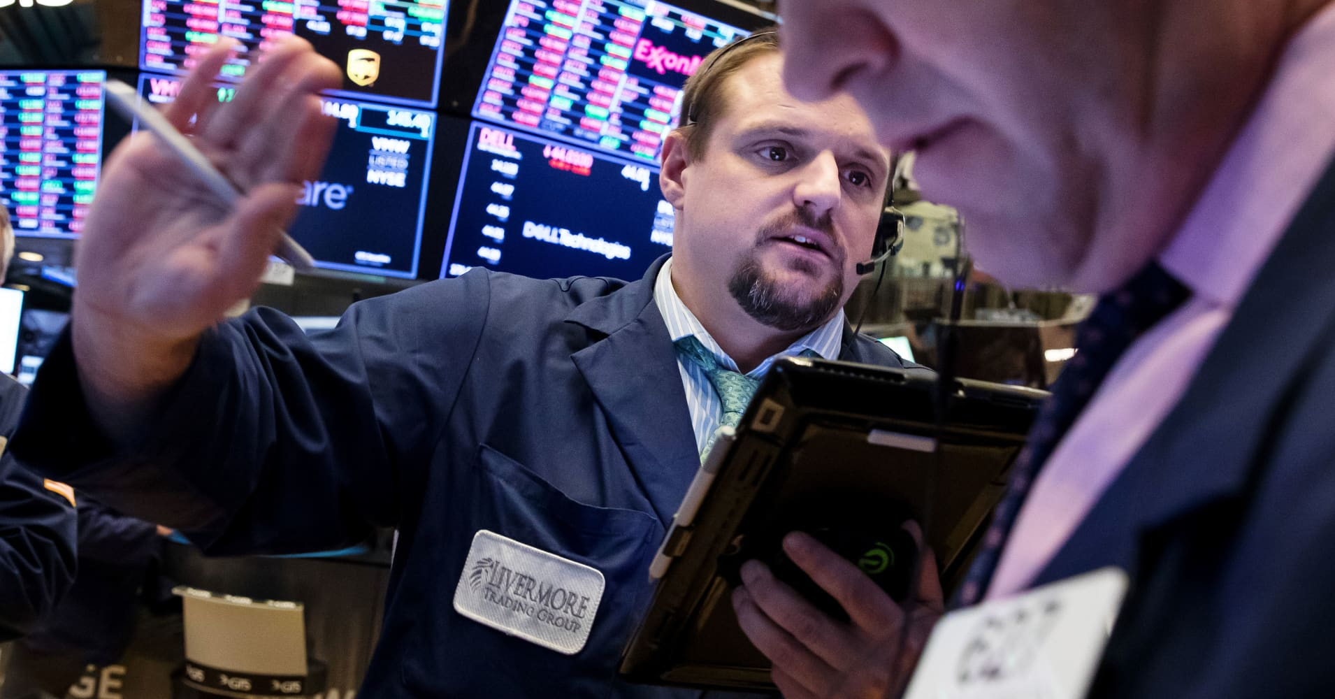cnbc.com - Sam Meredith - Dow futures point to slightly lower open as growth concerns persist