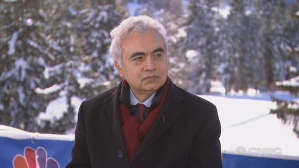 Skyrocketing oil price won't help global economy, IEA director says