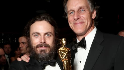 (L-R) Actor Casey Affleck with his award for best actor in 'Manchester By The Sea' and Amazon SVP Jeff Blackburn attend the Amazon Studios Oscar Celebration at Delilah on February 26, 2017 in West Hollywood, California.
