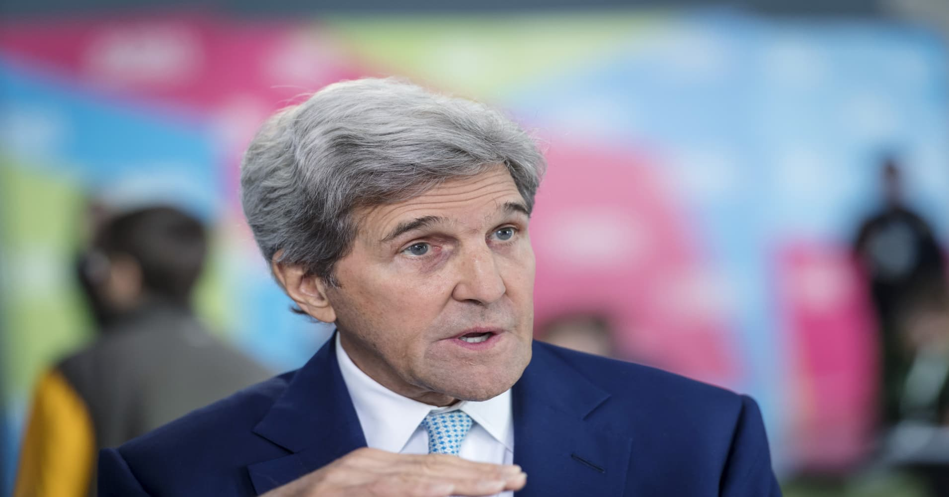 John Kerry told an audience at Davos that President Donald Trump should resign