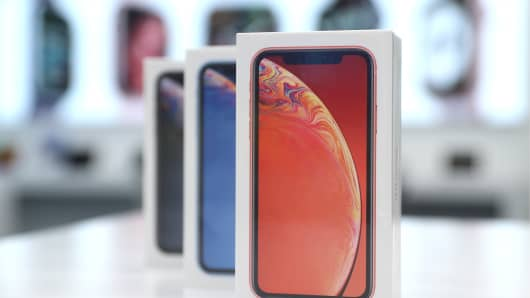 Starting the official sales of iPhone XR smartphones in a Moscow re:Store shop, an Apple authorised reseller.