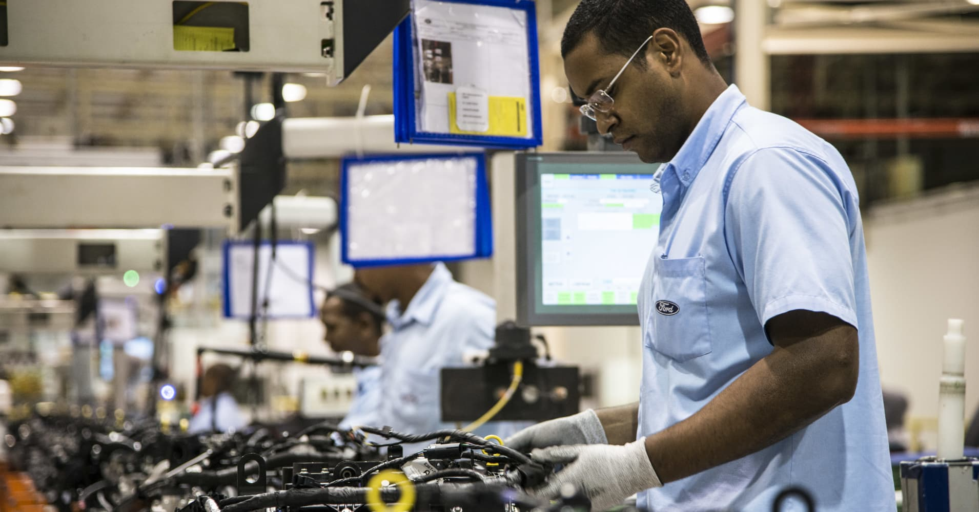 Assembly line of engines for the Ford KA 1.0 3 cylinders at the Ford Engines plant in Camaçari, Brazil.