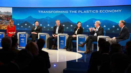 Transforming the Plastics Economy panel with (L-R) Sara Eisen, moderator, Tran Hong Ha, Ministry of Natural Resources and Environment of Viet Nam, James Quincey, Coca-Cola Company,  Brune Poirson, Ministry of Ecology, Sustainable Development and Energy of France, Ramon Laguarta, PepsiCo Chairman-elect & CEO, and Jim Fitterling, Dow Chemical CEO.