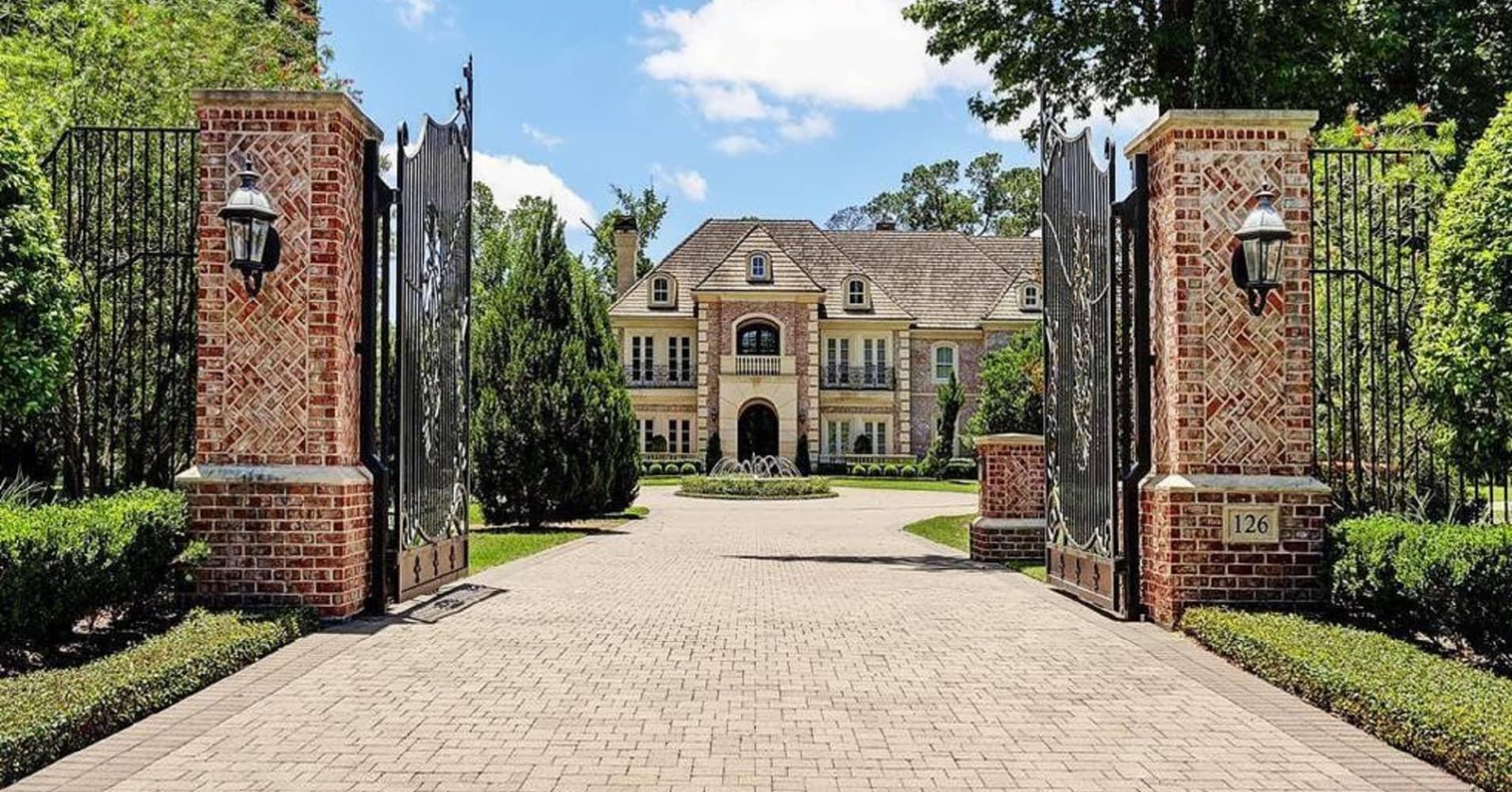 Look inside NFL star Adrian Peterson's $4.7 million Texas mansion