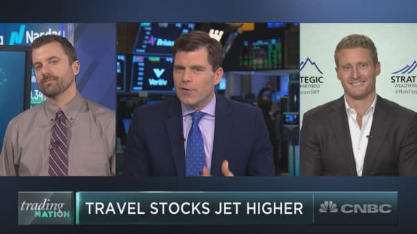 Two travel stocks to buy as jet-setting names fly higher