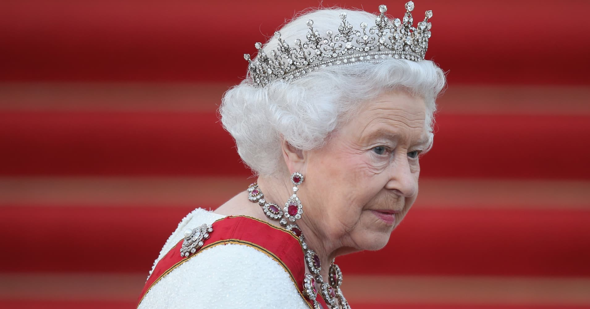 Queen sends Brexit message to UK politicians — end your bickering