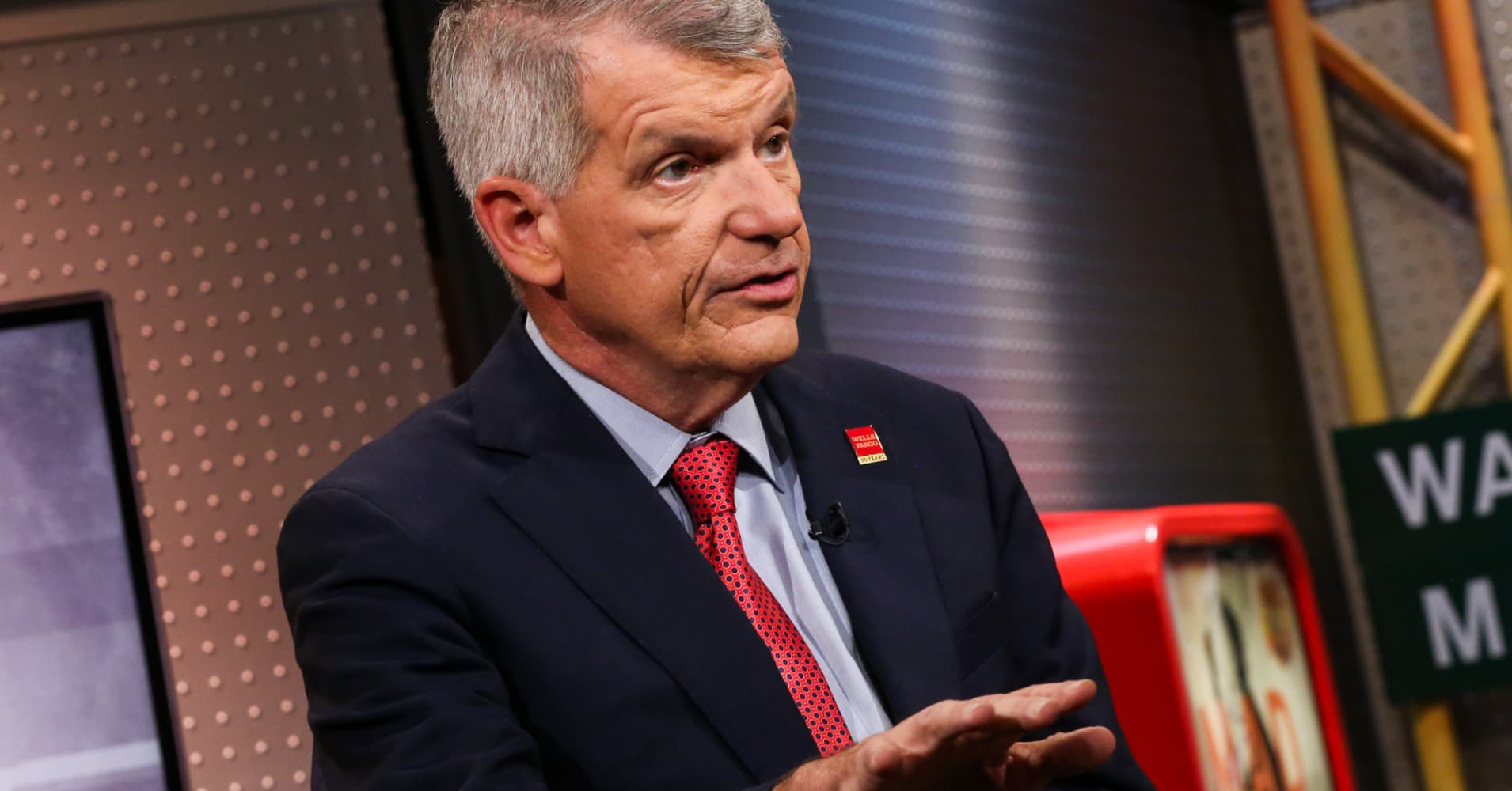 News post image: Cramer: Tim Sloan did the right thing and 'took one for the team' ahead of Congress hearing on banks