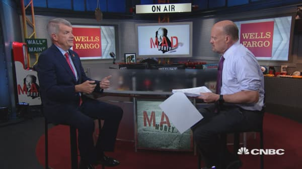Wells Fargo CEO on how bank is helping customers affected by government shutdown