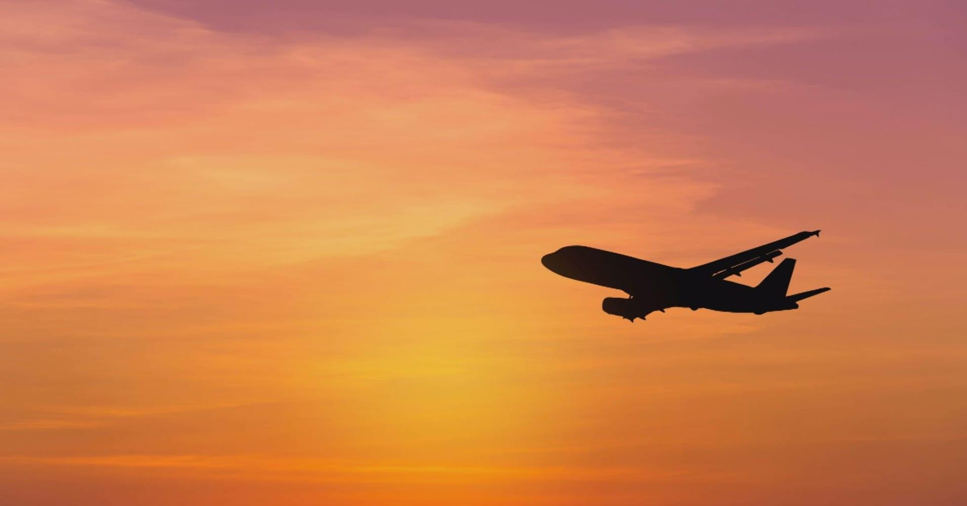 Air traffic controller shortage delays flights at several US