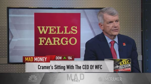 Wells Fargo CEO Tim Sloan on government shutdown, calls for his firing and returning to growth