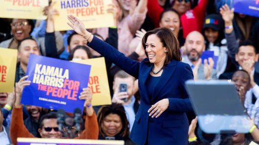 California Senator Kamala Harris arrvies for a rally launching her presidential campaign on January 27, 2019 in Oakland, California.