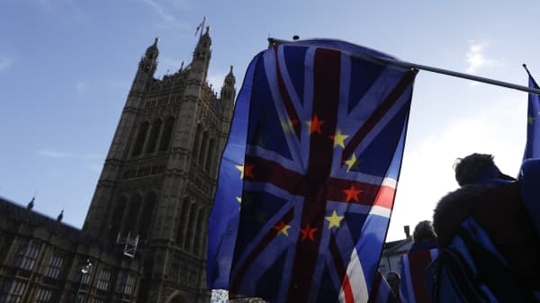 A British Union flag, also known as a Union Jack, flies beside a European Union (EU) flag during ongoing pro and anti Brexit protests outside the Houses of Parliament in London, U.K., on Tuesday, Jan. 22, 2019.