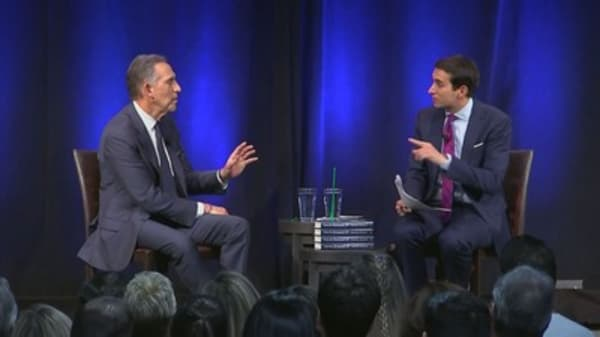 Protester to Howard Schultz: If you run for president, you will help Trump win