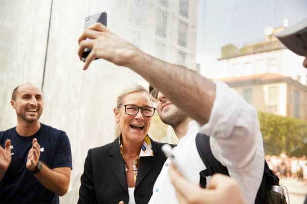 Angela Ahrendts with a customer at Apple's Piazza Liberty in Milan, in July 2018