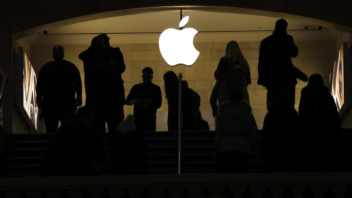 The former Apple lawyer who was supposed to keep employees from insider trading has been charged with insider trading
