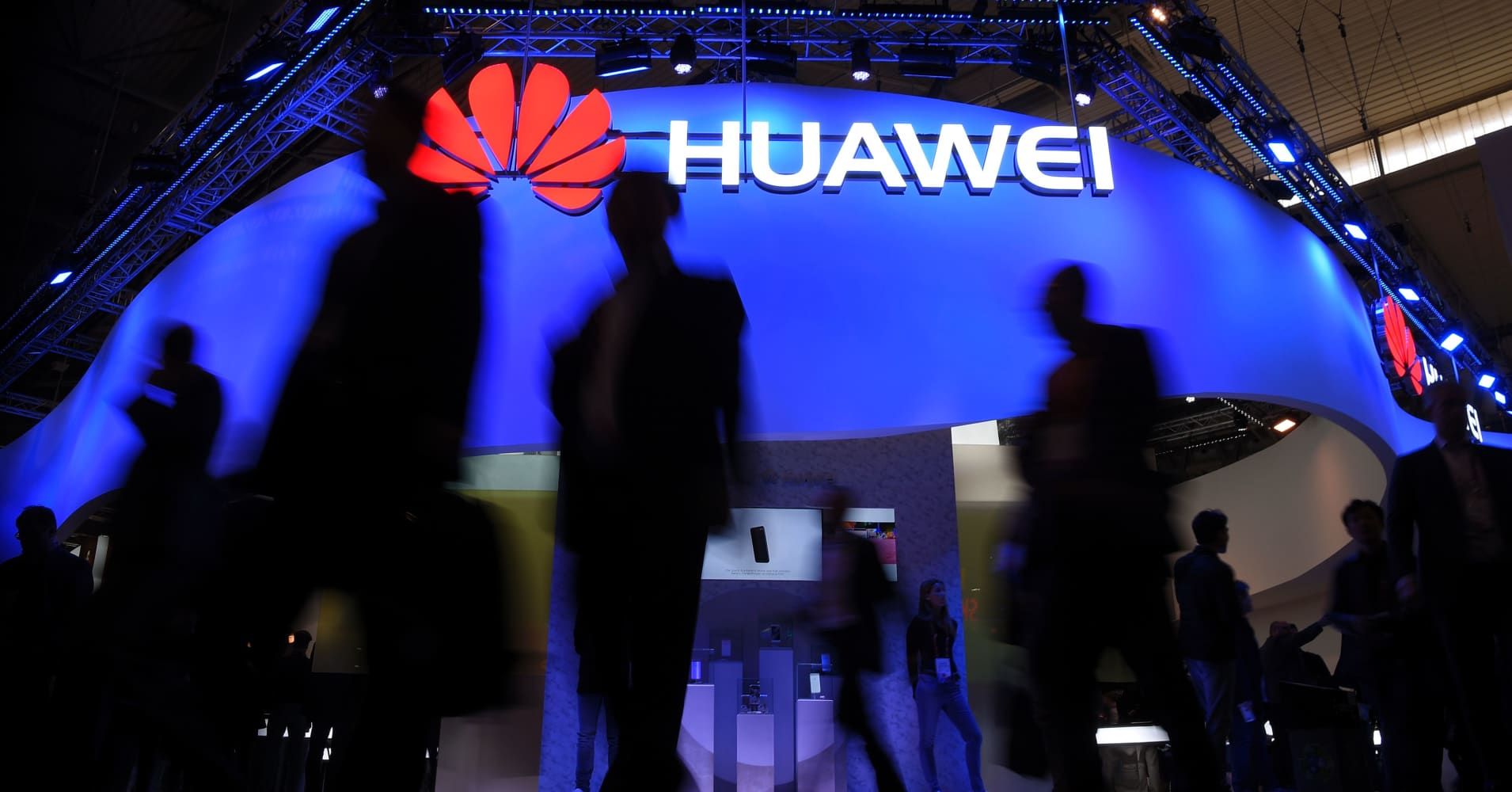 Huawei says its first-quarter revenue jumped 39% despite political pressure