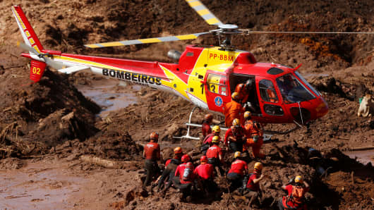 Members of a rescue team search for victims after a tailings dam owned by Brazilian mining company Vale SA collapsed, in Brumadinho, Brazil January 28, 2019.