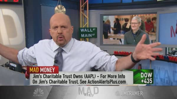 Strong dollar hurts companies like Apple more than you think: Cramer