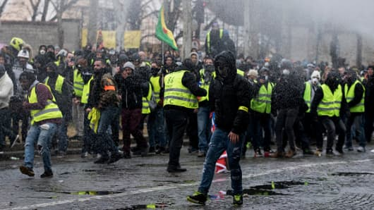 People clashes with riot police  during an anti-government demonstration called by the Yellow Vest movement on January 19, 2019.