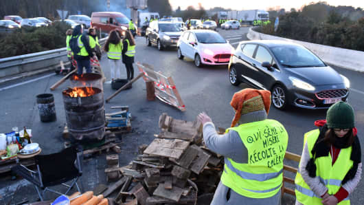 Protestors block an access to the A11 and A 28 highways near Le Mans, northwestern France, on November 18, 2018 a day after tens of thousands of people blocked roads across France in a 'yellow vest' protest against high fuel prices.