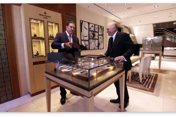 London Jewelers salon manager Michael Edelman unboxes O'Leary's new watch