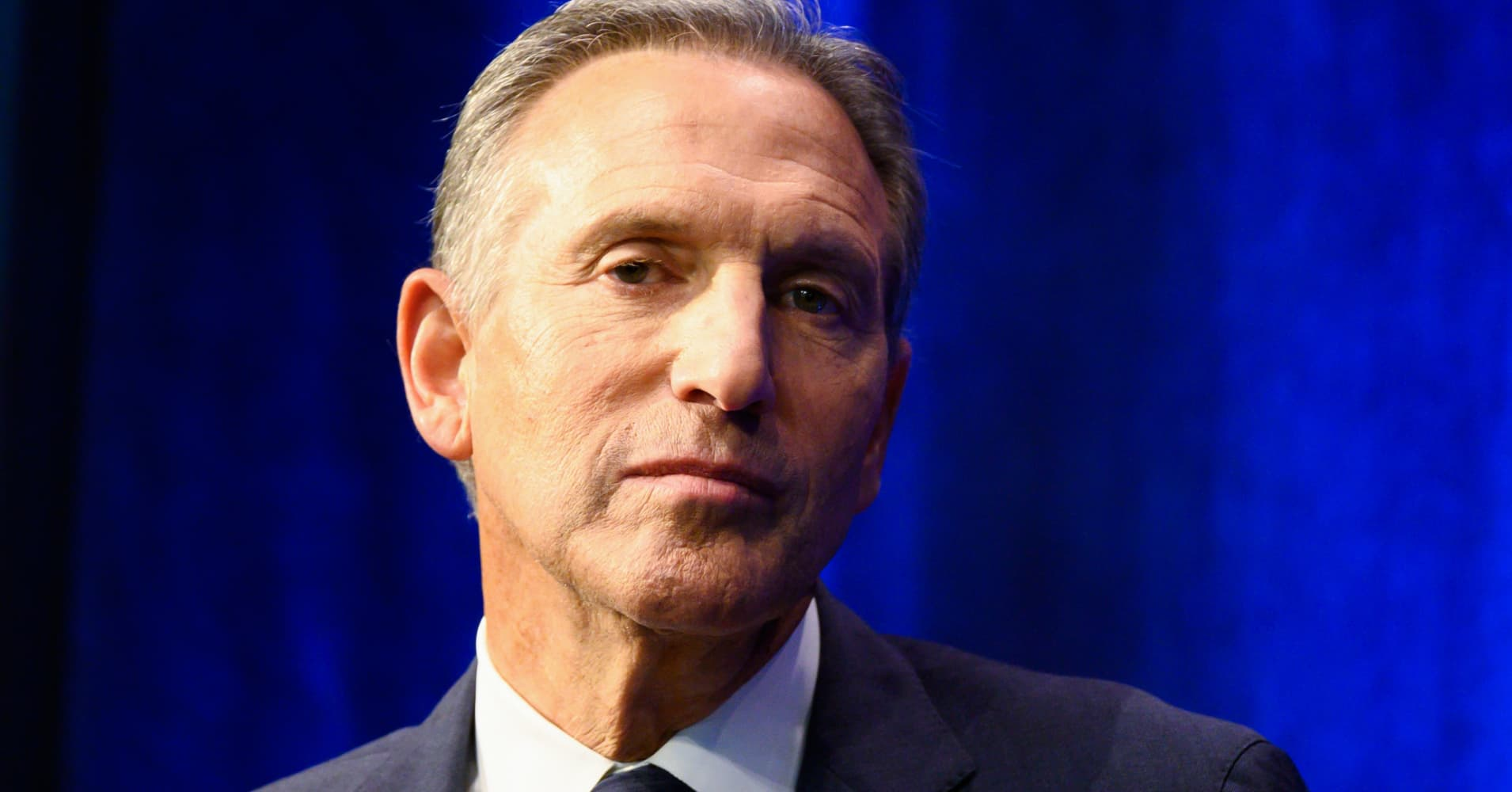Warren Buffett: 'It would be a real mistake' if former Starbucks CEO Howard Schultz ran for president as an independent