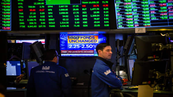 Stocks expected to start February in the green