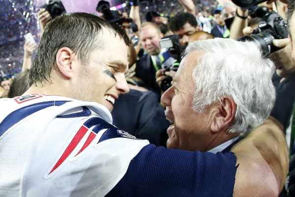 Tom Brady #12 of the New England Patriots celebrates with team owner Robert Kraft after defeating the Seattle Seahawks 28-24 during Super Bowl XLIX at University of Phoenix Stadium on February 1, 2015 in Glendale, Arizona.