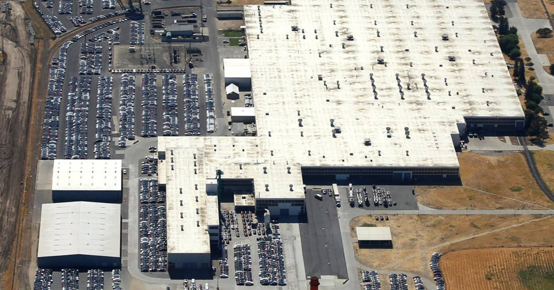 Tesla shorts who take aerial pictures of parking lots launch web site
