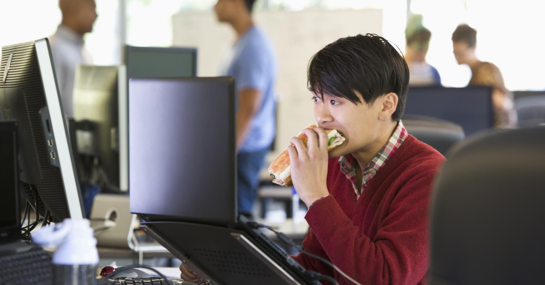Glassdoor survey: UK employee work and lunch break habits