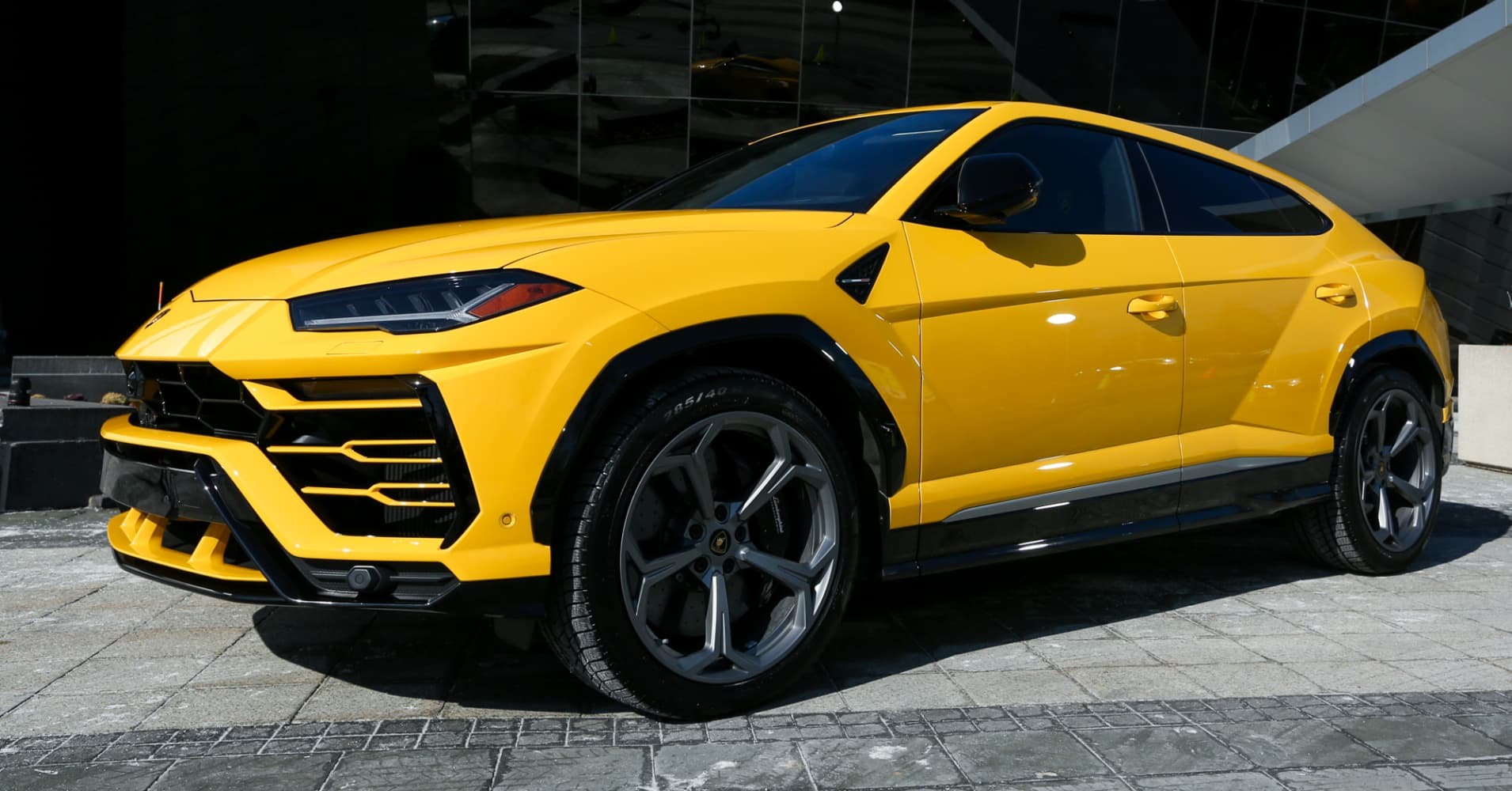 Lamborghini's new $200,000 SUV boosts automaker's sales by 51 percent in 2018
