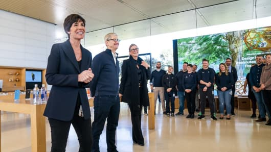 Apple People VP Deirdre O'Brien (left), who is taking over the duties of vacating retail chief Angela Ahrendts (right), with CEO Tim Cook in the middle.