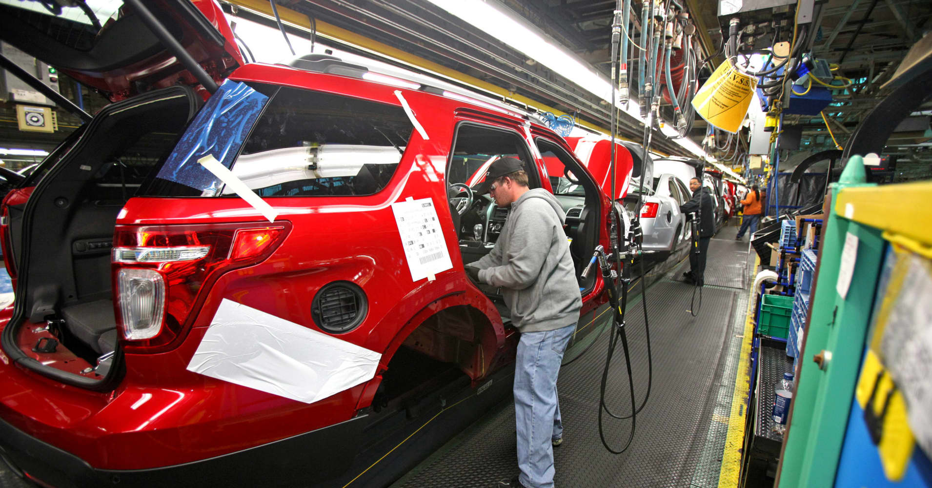 Ford investing $1 billion, adding jobs at Chicago factories as it makes cuts overseas