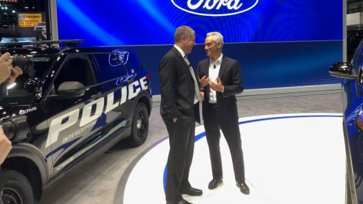 Joe Hinrichs, Ford president of global operations, speaks with Chicago Mayor Rahm Emanuel after the automaker announced it was investing $1 billion in Chicago area factories.